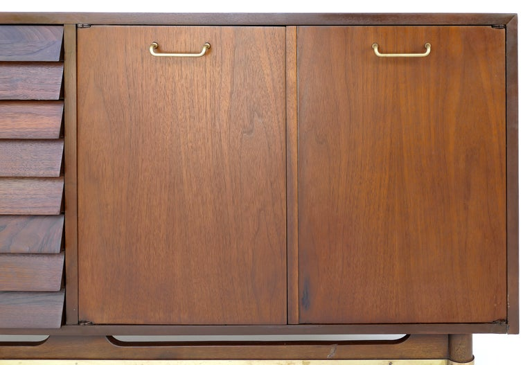 American of Martinsville Walnut and Brass Credenza Cabinet with Louvered Drawers In Good Condition For Sale In Miami, FL