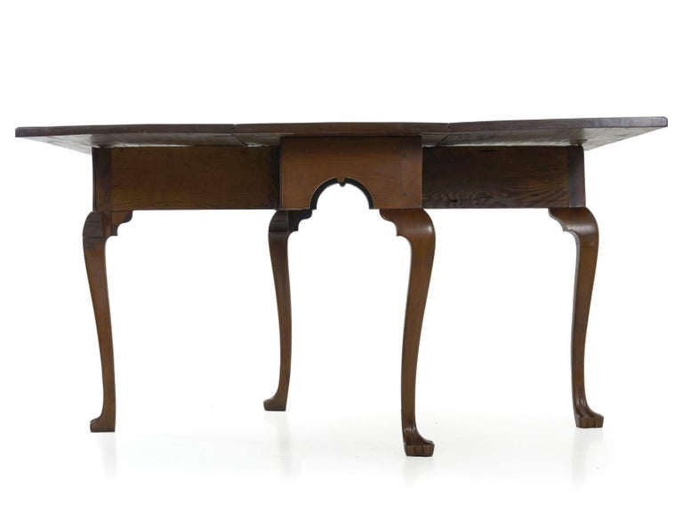 American Queen Anne Drop-Leaf Dining Table on Trifid Feet, Pennsylvania For Sale 5