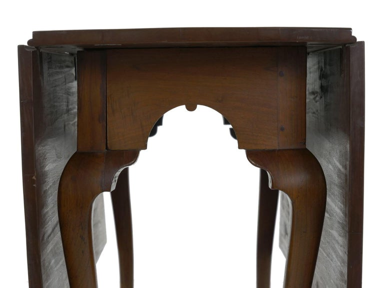 American Queen Anne Drop-Leaf Dining Table on Trifid Feet, Pennsylvania For Sale 8