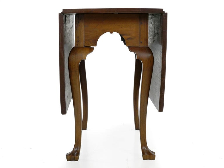 18th Century and Earlier American Queen Anne Drop-Leaf Dining Table on Trifid Feet, Pennsylvania For Sale