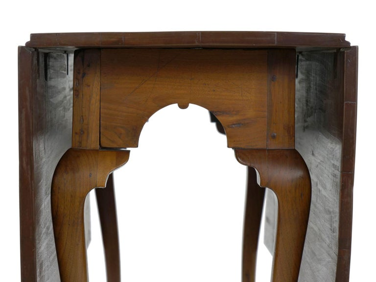 Walnut American Queen Anne Drop-Leaf Dining Table on Trifid Feet, Pennsylvania For Sale