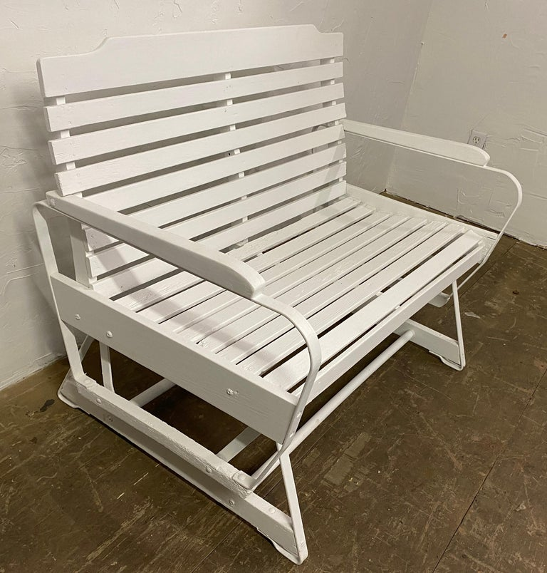 American Rustic White Painted Glider Loveseat In Good Condition For Sale In Great Barrington, MA