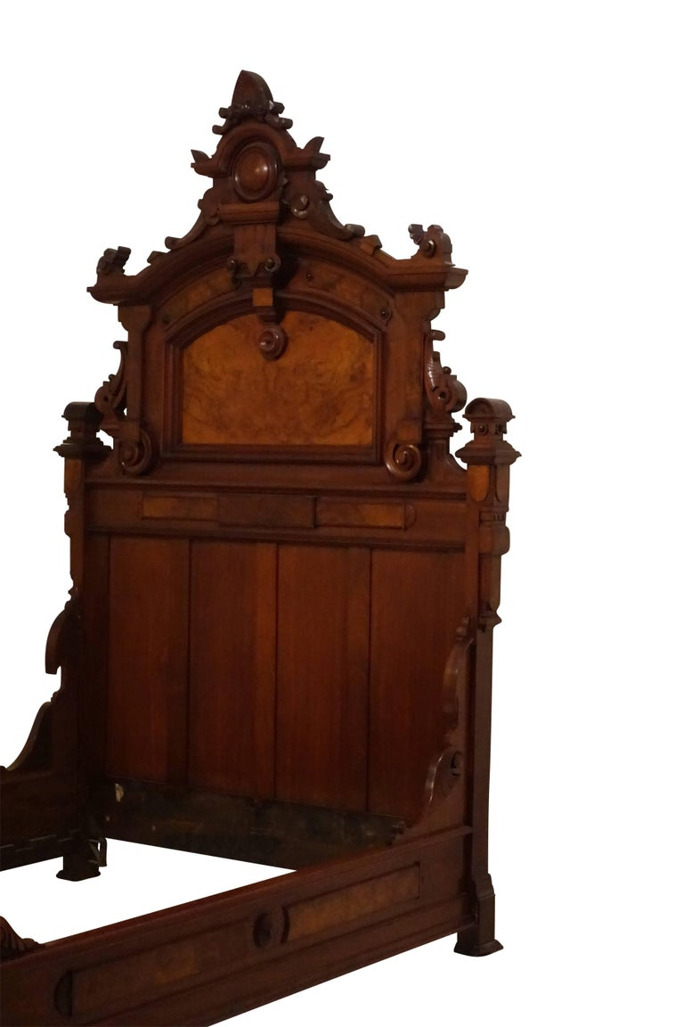 19th Century American Victorian Renaissance Walnut and Burl Walnut Bed, circa 1880 For Sale