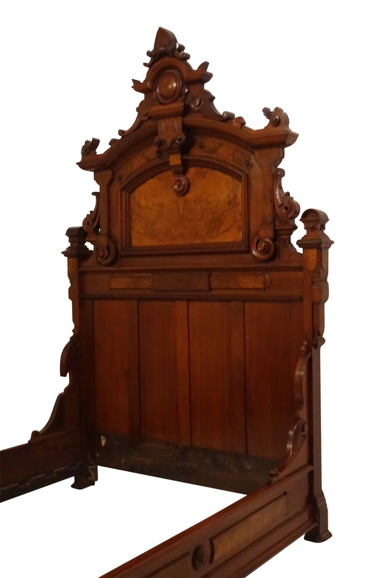 American Victorian Renaissance Walnut and Burl Walnut Bed, circa 1880 For Sale 1