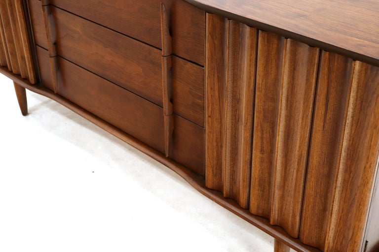 American Walnut Sculptural Front Concave Top Nine Drawers Long Dresser Credenza For Sale 1