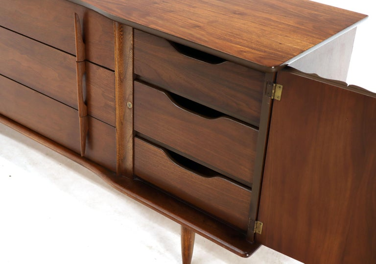 American Walnut Sculptural Front Concave Top Nine Drawers Long Dresser Credenza For Sale 2