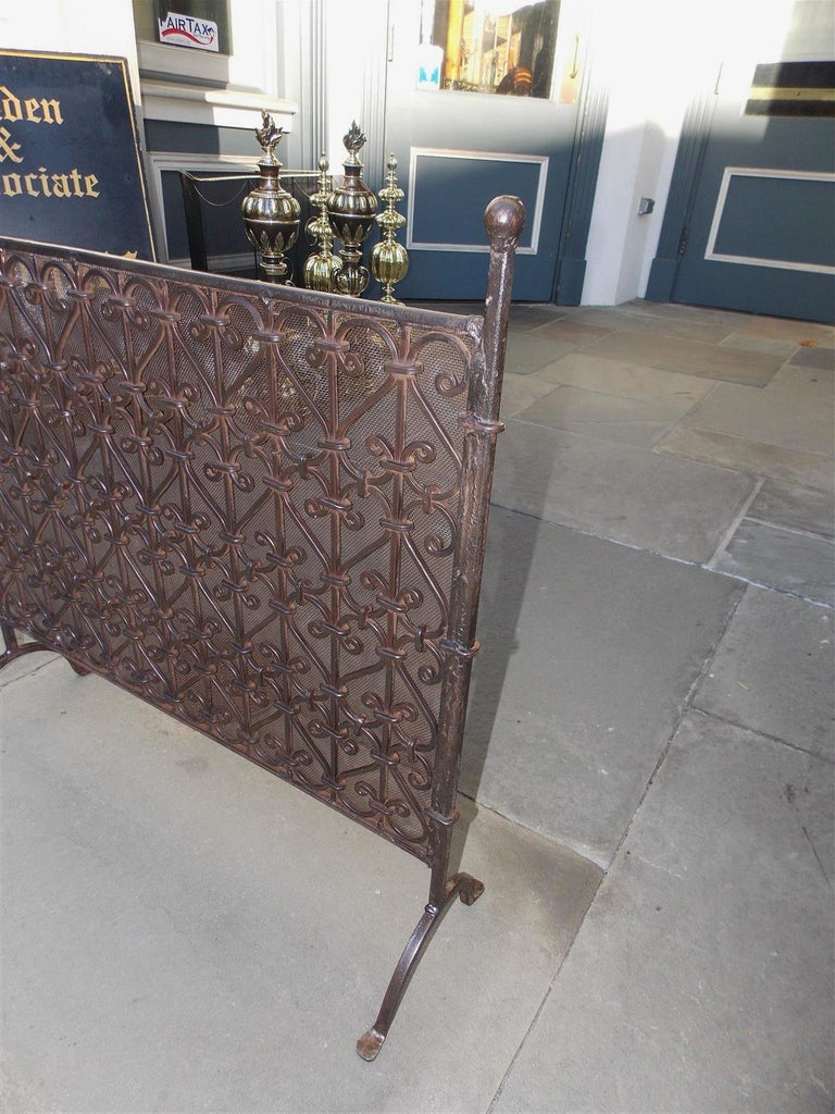 American Empire American Wrought Iron Ball Top Freestanding Fire Place Screen, Circa 1820 For Sale