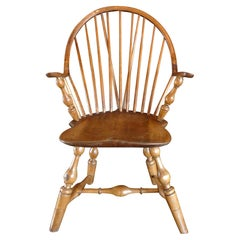 American XVIII Windsor Continuous Armchair with Vase and Ring-Turned Supports