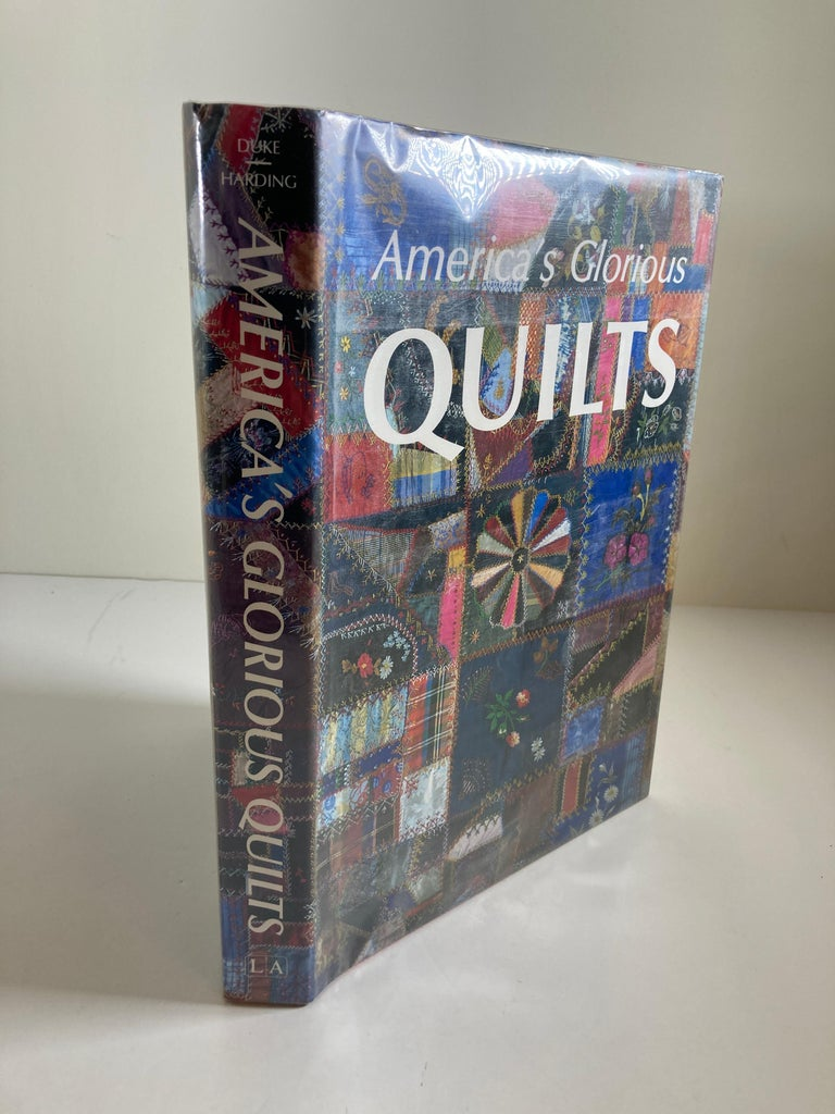 America's Glorious Quilts by Dennis Duke, Hardcover Book In Good Condition For Sale In North Hollywood, CA