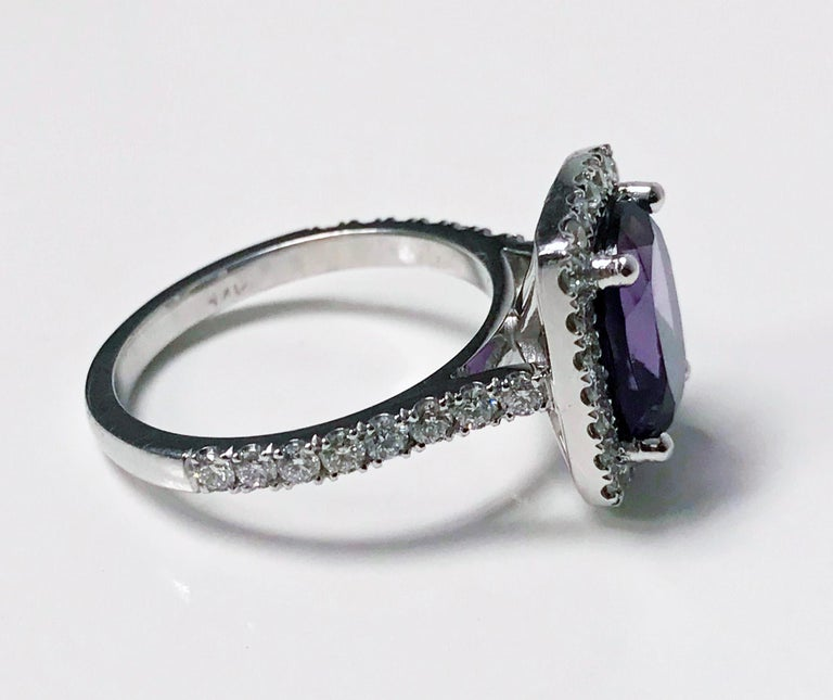 Amethyst and Diamond Gold Ring, 20th Century In Good Condition For Sale In Toronto, ON