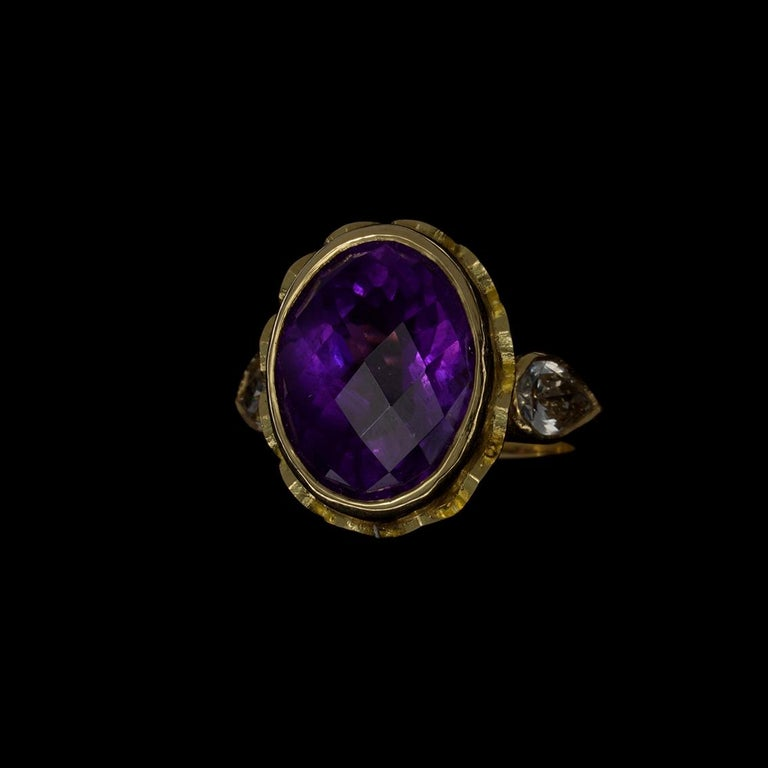 Vivid Splendour Ring in 18 Karat Yellow Gold, Amethyst and Diamonds For Sale 5