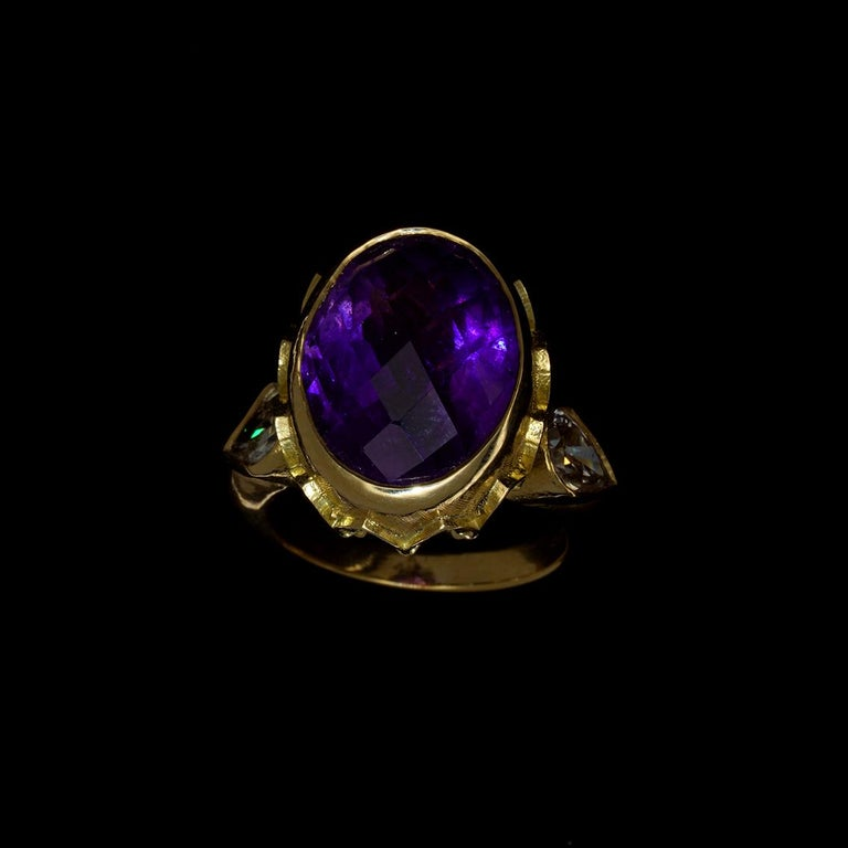Vivid Splendour Ring in 18 Karat Yellow Gold, Amethyst and Diamonds For Sale 6
