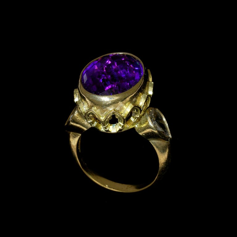 Vivid Splendour Ring in 18 Karat Yellow Gold, Amethyst and Diamonds For Sale 2
