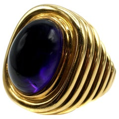 Amethyst Cabochon Ribbed Gold 1980s Cocktail Ring