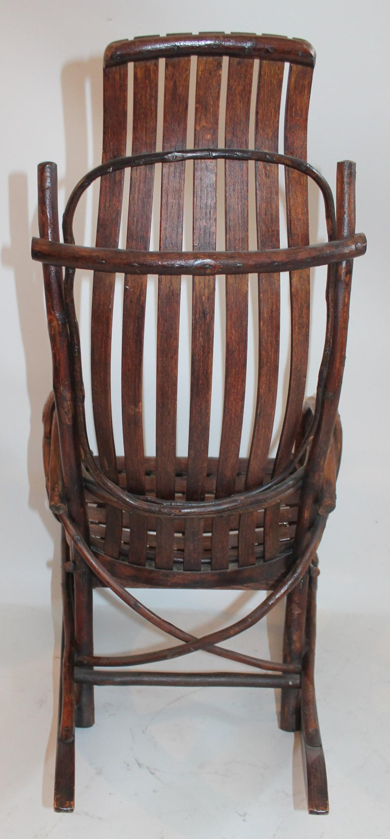 Amish Bent Wood Child's Rocking Chair In Excellent Condition For Sale In Los Angeles, CA