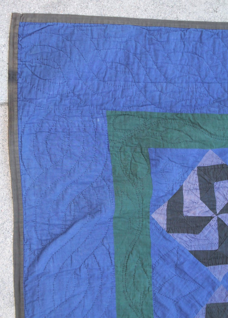Amish Fly Foot Quilt In Good Condition For Sale In Los Angeles, CA