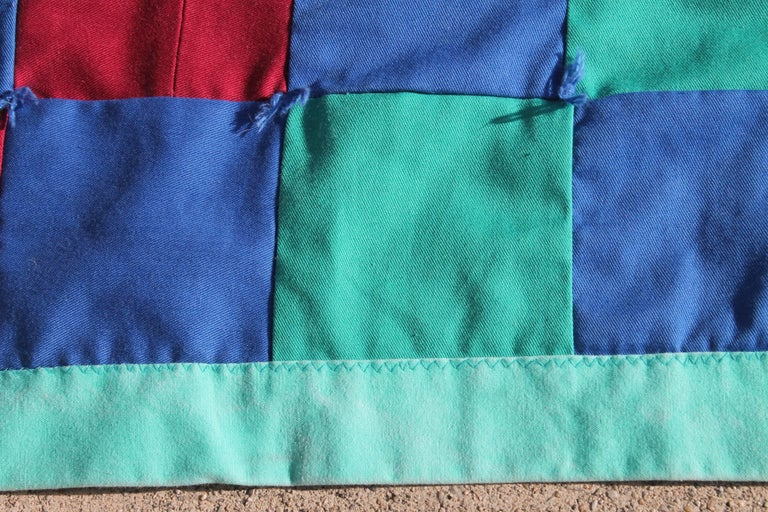 Amish Quilt from Lancaster County Pennsylvania One Patch In Excellent Condition For Sale In Los Angeles, CA
