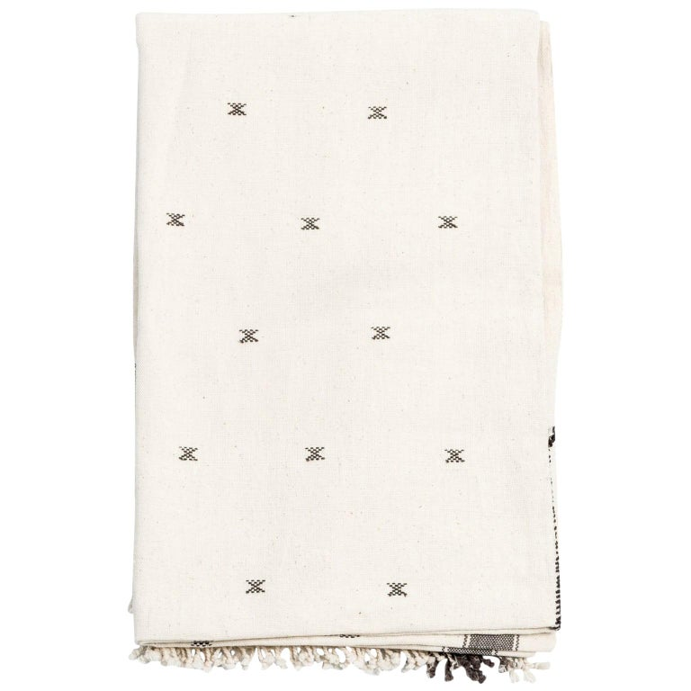 Amro Handloom King Size Bedpsread Coverlet Black & White, in Organic Cotton For Sale