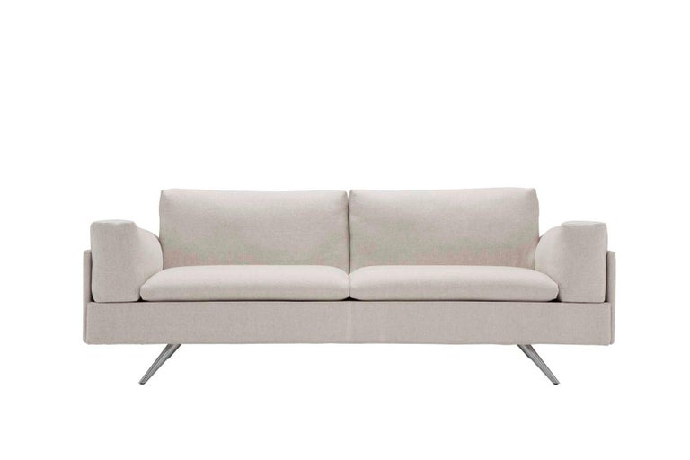 The AL collection is a composition of multifunctional sofas, armchairs, stretched chaise lounges and ottomans. Made with memory foam, it allows for a total comfort and at the same time, the reshaping of the seat. It's got imposing shapes, even with