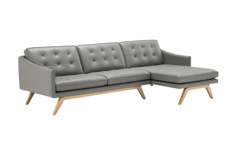 Frame in solid wood, suspension elastic belts in rubber and polypropylene, seats in polyurethane foam and technoform. Removable parts: seat, and back. Available options include natural oak, dark oak, and Canaletto walnut.