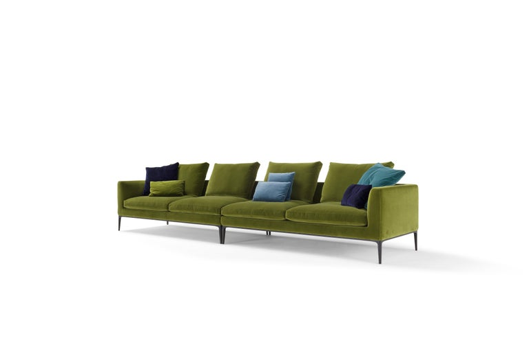 Leonard is a seating system created by the aggregation of geometric volumes defined by an elegant silhouette. A continuous line draws the outline of seats, backrests and armrests that can accommodate soft and fluffy pillows. A precise concept that