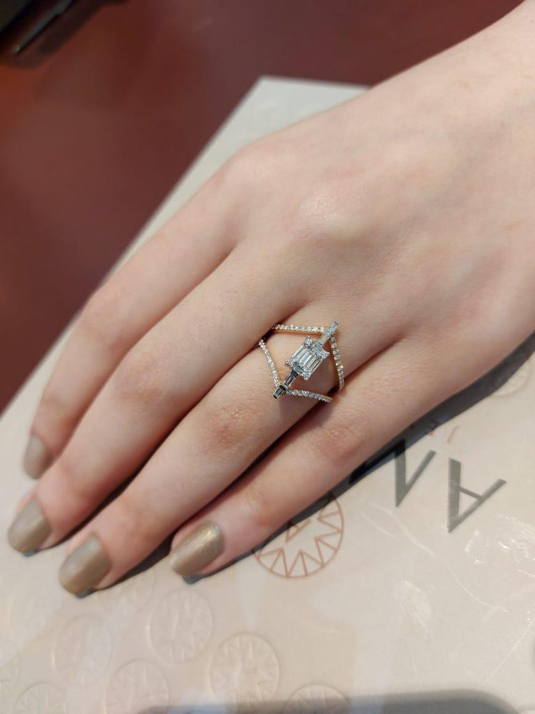 Amwaj Jewellery 18 Karat Rose Gold Ring with White Baguette Cut Diamonds In New Condition For Sale In Abu Dhabi, Abu Dhabi