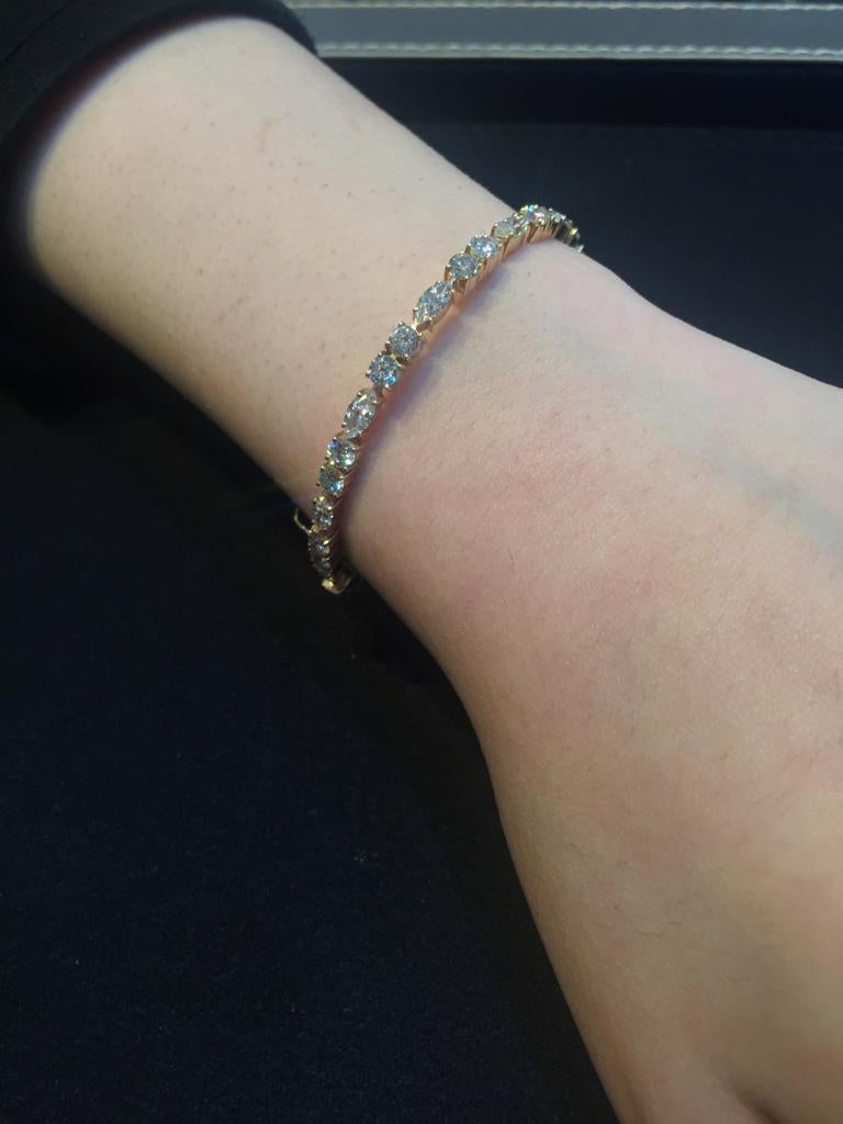 Amwaj Jewellery Marquise and Round Cut Diamond Bangle In New Condition For Sale In Abu Dhabi, Abu Dhabi