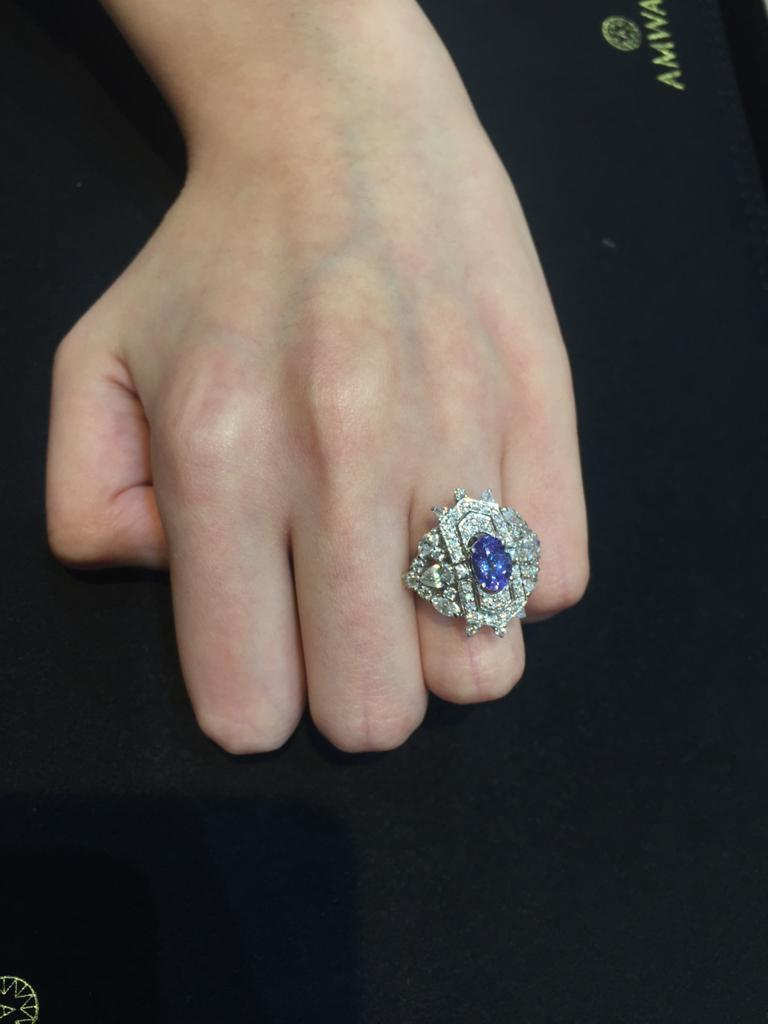Women's Amwaj Jewellery Marquise and Round Cut Diamond Ring with Tanzanite For Sale