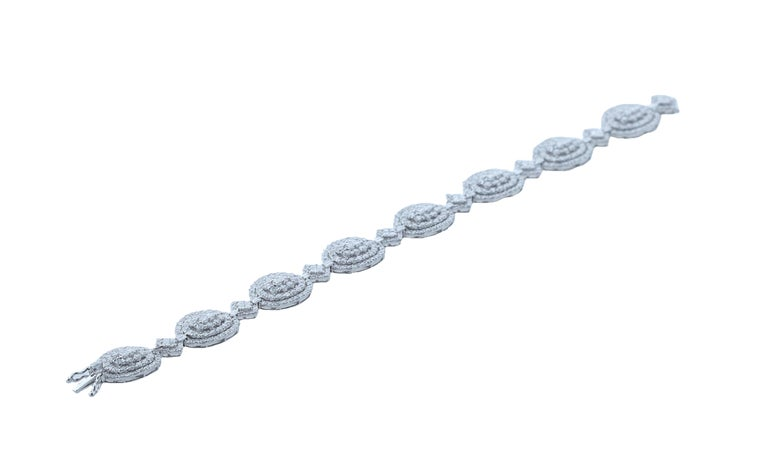 Amwaj Jewelry 18 Karat White Gold Diamond Bracelet In New Condition For Sale In Abu Dhabi, Abu Dhabi