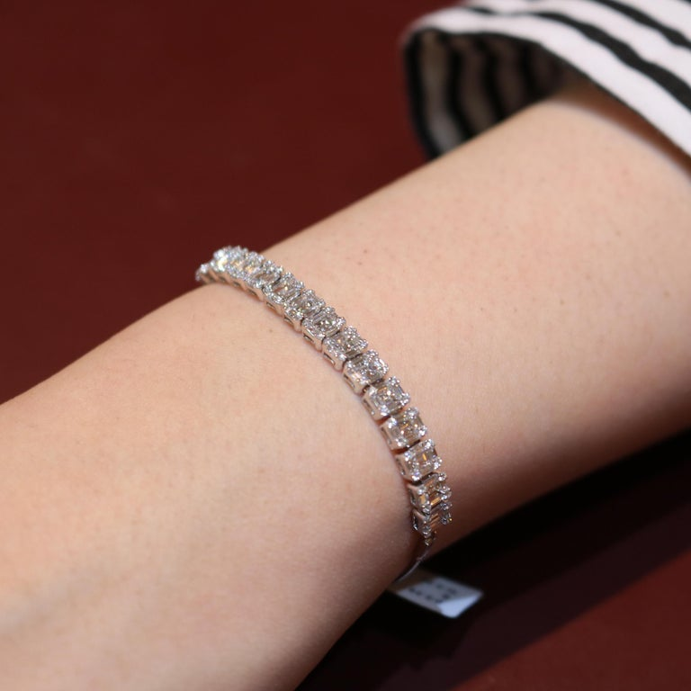 Amwaj Jewelry Baguette and Round Cut Diamond Bracelet In New Condition For Sale In Abu Dhabi, Abu Dhabi