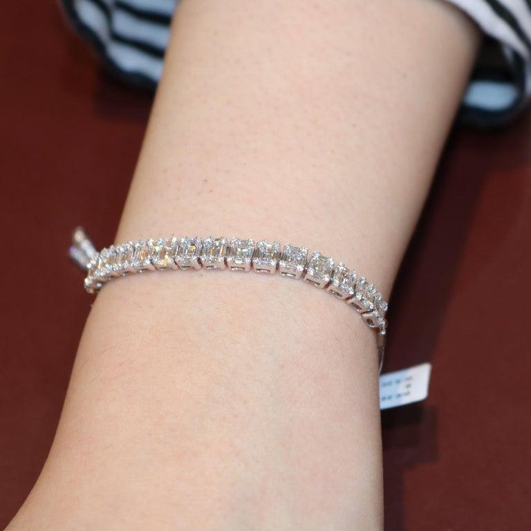 Women's Amwaj Jewelry Baguette and Round Cut Diamond Bracelet For Sale