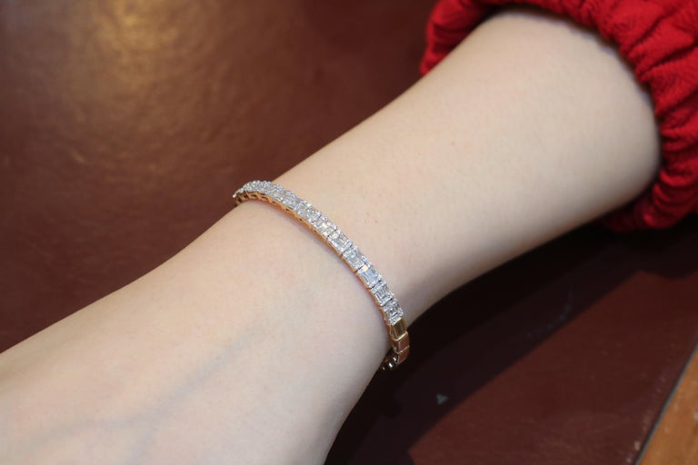 Amwaj Jewelry Baguette Cut Diamond Bracelet In New Condition For Sale In Abu Dhabi, Abu Dhabi