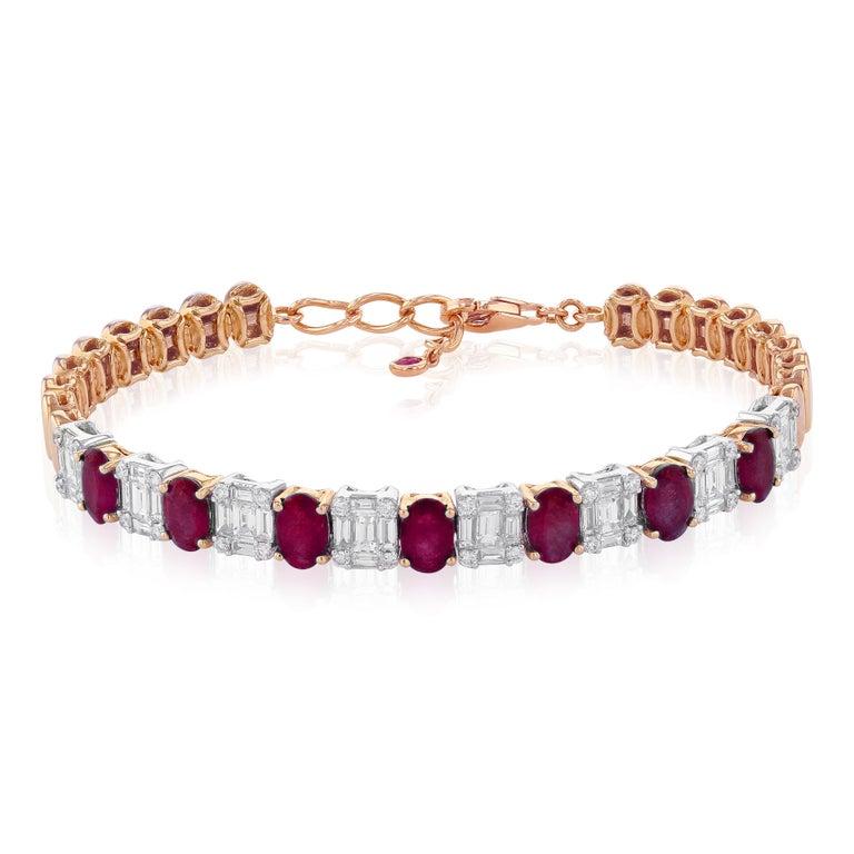 Amwaj Jewelry Emerald Cut Bangle in 18 Karat Gold For Sale 5