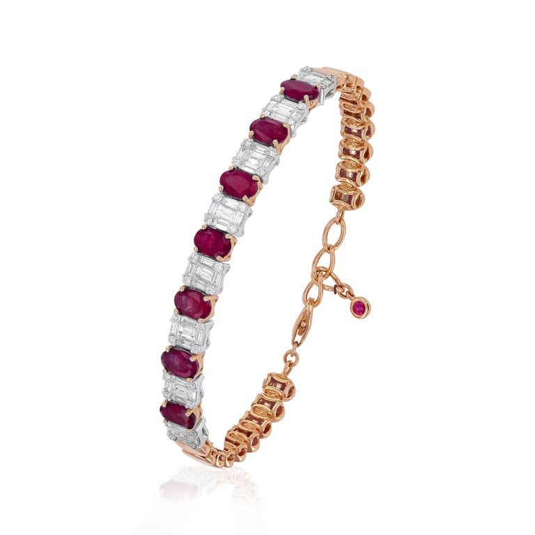 Amwaj Jewelry Emerald Cut Bangle in 18 Karat Gold For Sale 7