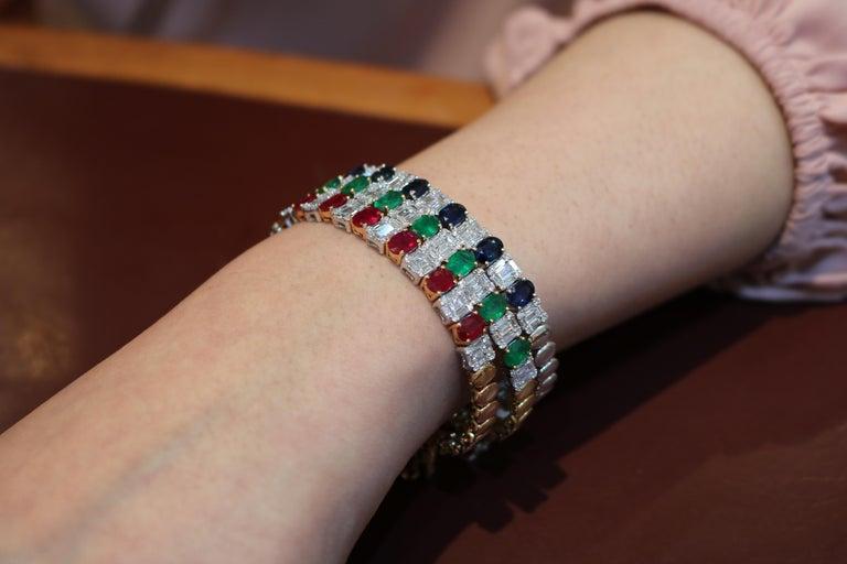Modern Amwaj Jewelry Emerald Cut Bangle in 18 Karat Gold For Sale