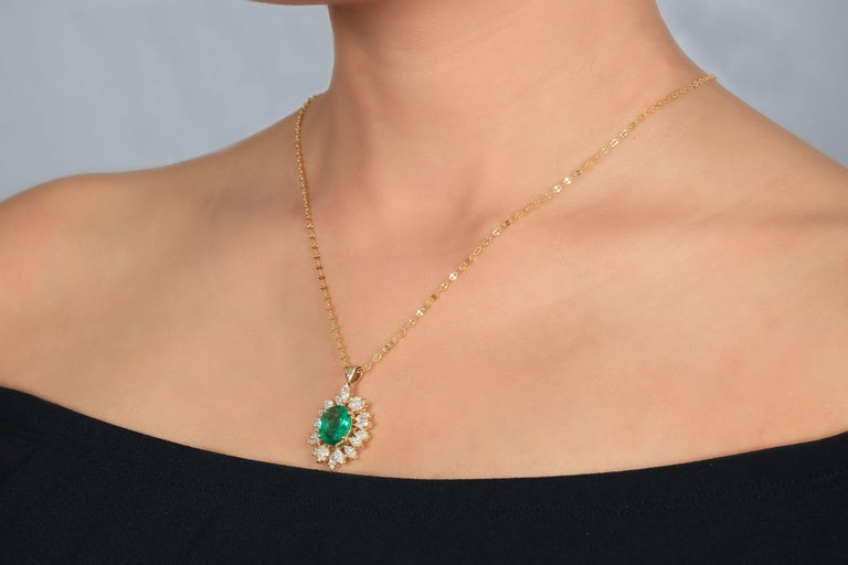 Marquise Cut Amwaj Jewelry Emerald Necklace in 18 Karat Yellow Gold For Sale