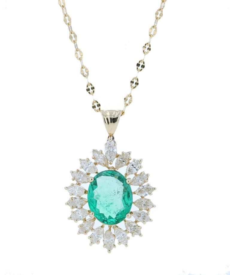 Amwaj Jewelry Emerald Necklace in 18 Karat Yellow Gold In New Condition For Sale In Abu Dhabi, Abu Dhabi