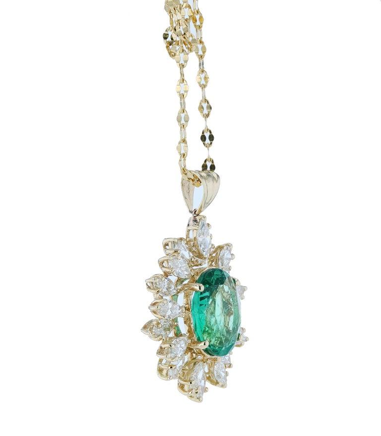 Women's Amwaj Jewelry Emerald Necklace in 18 Karat Yellow Gold For Sale