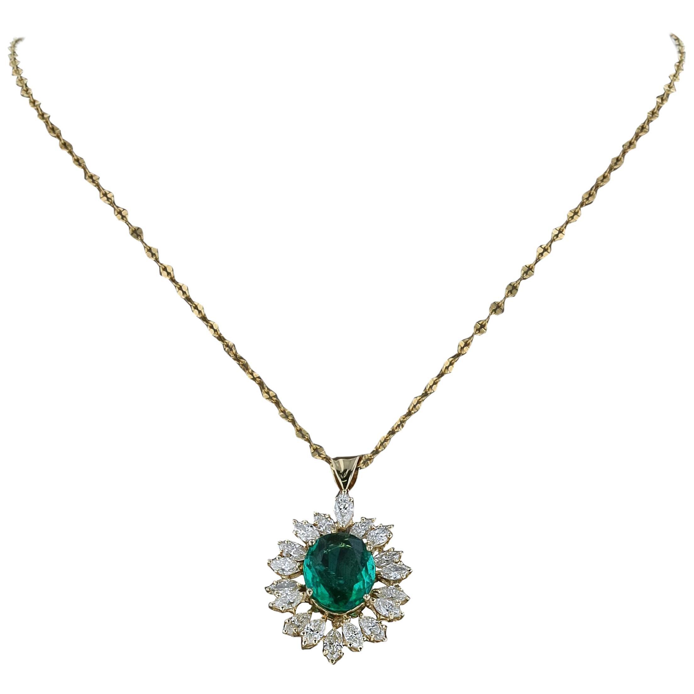 Amwaj Jewelry Emerald Necklace in 18 Karat Yellow Gold