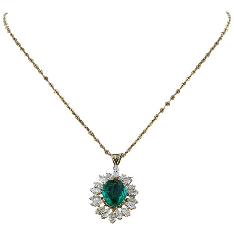 Amwaj Jewelry Emerald Necklace in 18 Karat Yellow Gold For Sale