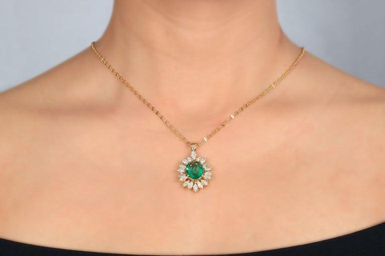 Modern Amwaj Jewelry Emerald Necklace in 18 Karat Yellow Gold For Sale