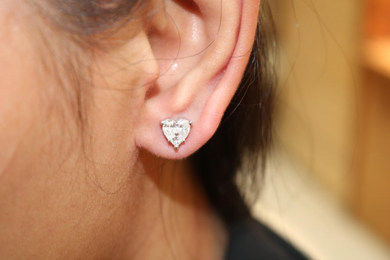 Amwaj Jewelry Heart Shape Stud Earrings In New Condition For Sale In Abu Dhabi, Abu Dhabi