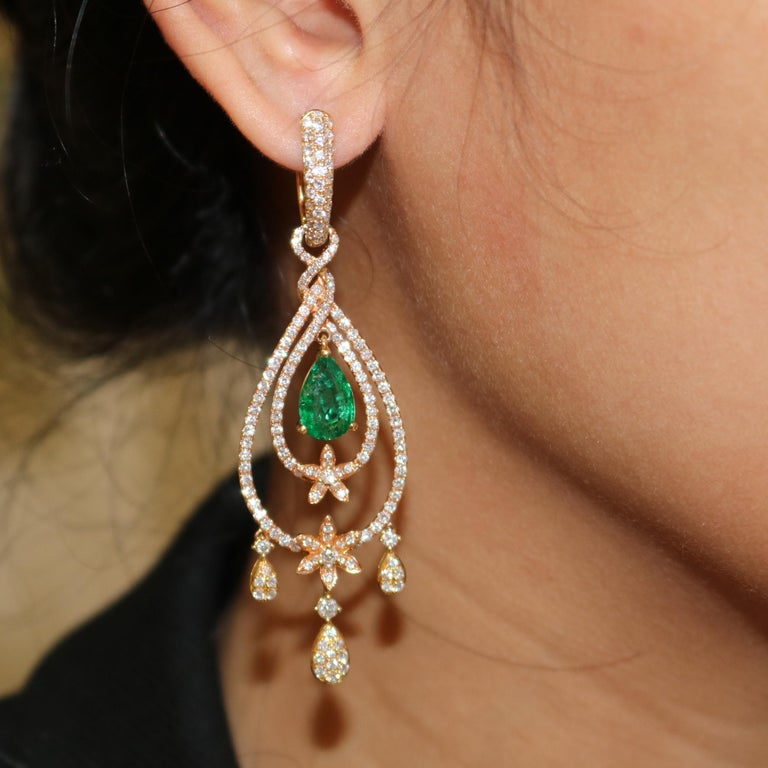 Amwaj Jewelry Rose Gold with Emerald Drop Earrings In New Condition For Sale In Abu Dhabi, Abu Dhabi