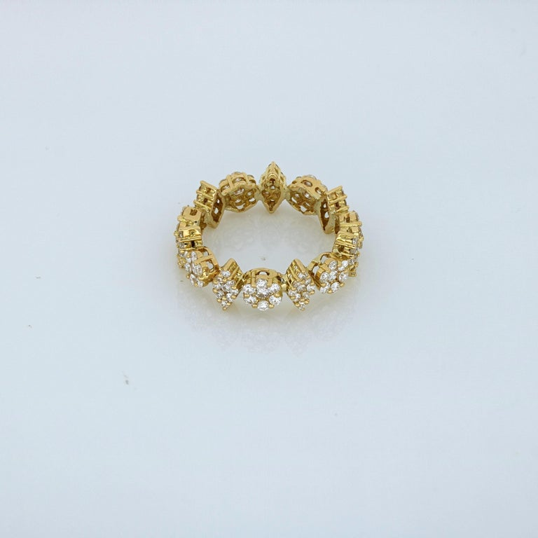 Amwaj Yellow Gold Ring with Diamonds In New Condition For Sale In Abu Dhabi, Abu Dhabi
