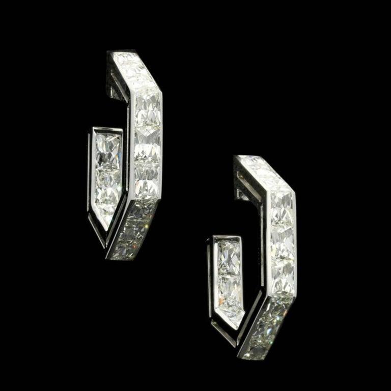 Contemporary Amy Burton Fine Jewelry French-Cut Diamond Geometric Hoop Earrings For Sale