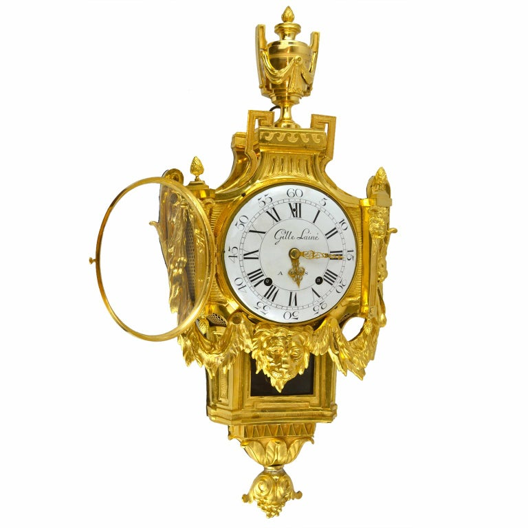 18th Century French Louis XVI Gilt Bronze Cartel Wall Clock In Good Condition For Sale In Vancouver, British Columbia