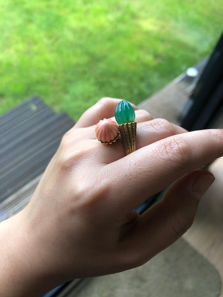 Women's or Men's 18 Karat Toi et Moi Coral and Chalcedony Ring For Sale