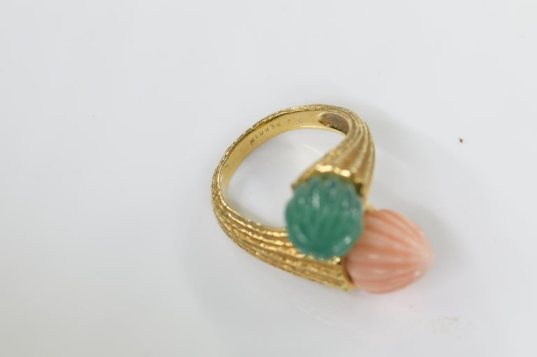 18 Karat Toi et Moi Coral and Chalcedony Ring For Sale 3