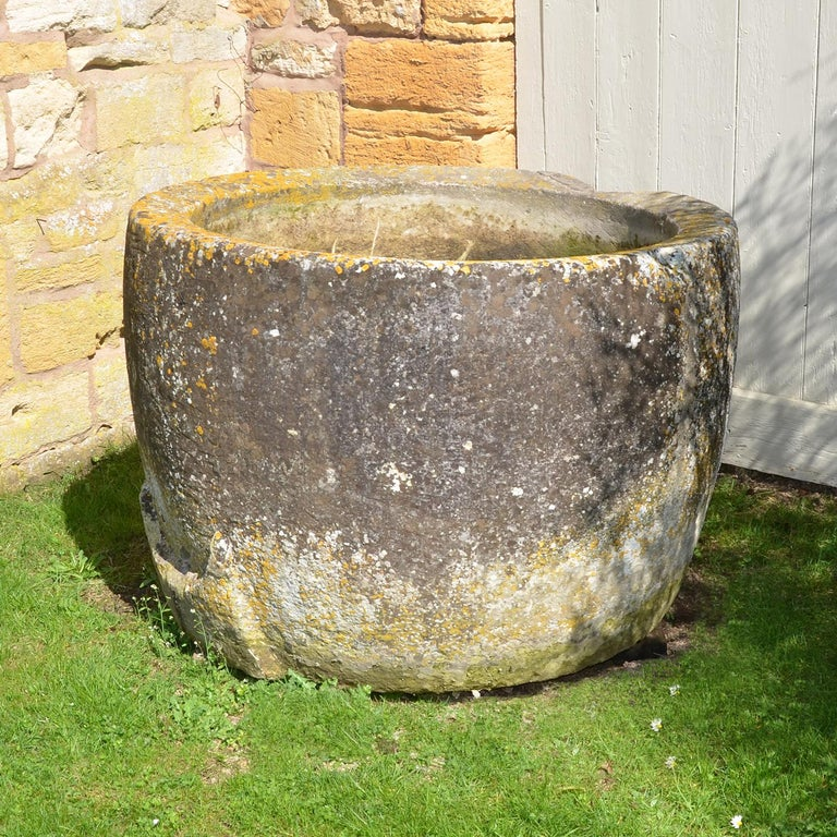 Antique Circular Stone Trough In Good Condition For Sale In Cheltenham, Gloucestershire