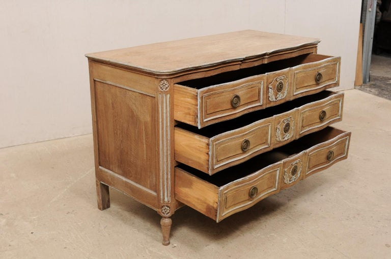 18th Century French Neoclassical Chest with Floral Carved Serpentine Front For Sale 1